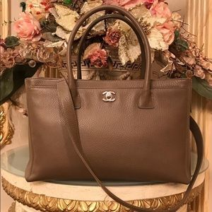 FLASH SALE💐FiRM Taupe CHANEL Excutive classic bag